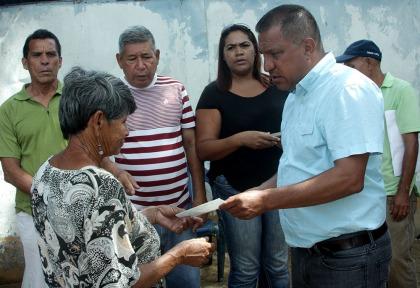 Las personas que solicitaron sus medicamentos al gobernador Alfredo Díaz fueron atendidas con prontitud