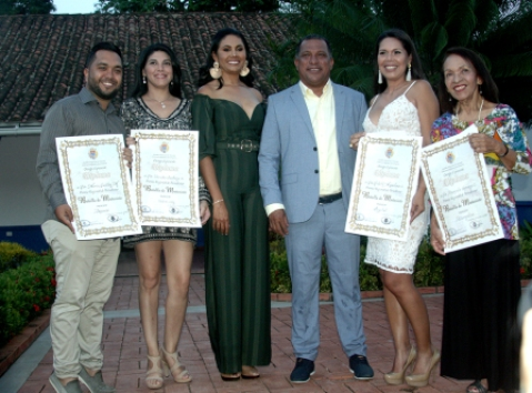 Gobernador Alfredo Díaz, la Primera Dama y el tren ejecutivo de la Gobernación de Nueva Esparta con los galardonados del Premio Batalla de Matasiete