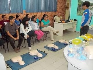 La inducción fue dirigida a médicos, enfermeros, trabajadores sociales, camareros y personal administrativo de los centros asistenciales